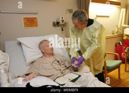 U.S. President George W. Bush visits with U.S. Army Capt. Patrick J. Horan of West Springfield, Virginia, at the National Naval Medical Center in Bethesda, Maryland on December 19, 2007. President Bush awarded Horan a Purple Heart medal and citation. Captain Horan is recovering from a head injury sustained in Operation Iraqi Freedom. (UPI Photo/Joyce N. Boghosian/White House Photo Office). - Stock Photo