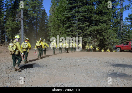 U.S. Air Force Guardsmen from the California Air National Guard head out to the forest outside of Paradise City, California to conduct fireline training during Operation Lightning Strike on July 27, 2008.  The California Air National Guard activated over 200 members from the various wings in the state to help fight the wildland fires in Northern California. (UPI Photo/Dan Kacir/U.S. Air Force) - Stock Photo