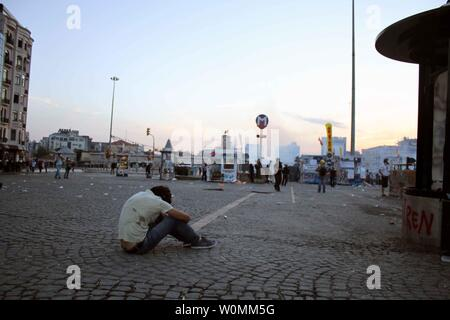 Protesters battle riot police in Taksim Square in Istanbul, Turkey on June 11, 2013.  Calm returned to the square on June 12, 2013 after the protesters were cleared from the area after two weeks of protests against the modernization of the square that quickly became an anti-government protest.  UPI/Nasir Lone - Stock Photo