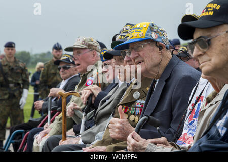D-Day veterans listen during the Utah Beach Memorial Ceremony in Normandy, France, June 4, 2016. More than 380 service members from Europe and affiliated D-Day historical units are participating in the 72nd anniversary as part of Joint Task Force D-Day 72. Photo by PO1 Sean Spratt/U.S. Navy/UPI - Stock Photo