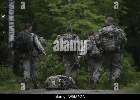 U.S. Soldiers assigned to Alpha Company, 3rd Battalion, 172nd Infantry Regiment, 86th Infantry Brigade Combat Team (Mountain), Vermont National Guard, transport a Soldier on a sked while participating in a casualty assessment and evacuation exercise at Camp Ethan Allen Training Site (CEATS), Jericho, Vt., June 12, 2016. Over 380 Soldiers are participating in various exercises during their two-week annual training at CEATS. Photo by Sarah Mattison/U.S. Air National Guard/UPI - Stock Photo