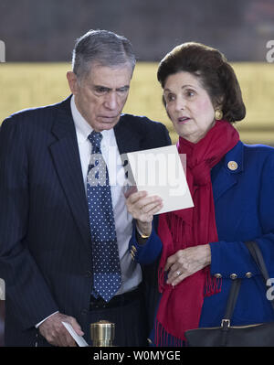Former United States Senator Chuck Robb (Democrat of Virginia) and his wife, Lynda Bird Johnson Robb, eldest daughter of former US President Lyndon Baines Johnson, look over the program prior to the arrival ceremony preceding the lying in honor of the Reverend Billy Graham in the rotunda  of the United States Capitol in Washington, DC on February 28, 2018.     Photo by Ron Sachs/UPI - Stock Photo