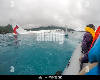 Members of the U.S. Navy's Underwater Construction Team (UCT) 2 assist local authorities in rescuing the passengers and crew of Air Niugini flight PX56 to shore following the plane ditching into the sea on its approach to Chuuk International Airport in the Federated States of Micronesia, on September 28, 2018. Photo by Lt. Zach Niezgodski/U.S. Navy/UPI - Stock Photo