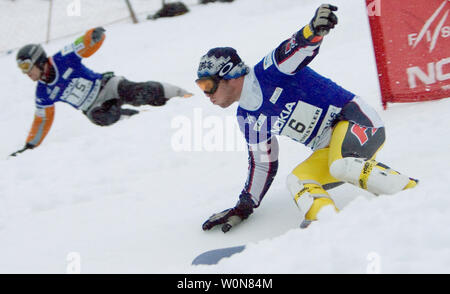 Jasey Jay Anderson of Canada (L) and Nicolas Huet of France race in the first of two runs to determine gold and silver in the men's Parallel Slalom event of the FIS Whistler World Snowboard Championships on Blackcomb Mountain, January 19, 2005.    (UPI Photo/Heinz Ruckemann) - Stock Photo