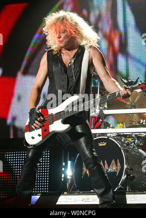 rick savage with def leppard performs in concert at the cruzan amphitheater in west palm beach. Black Bedroom Furniture Sets. Home Design Ideas