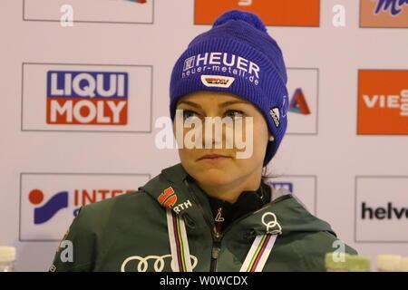 Nachdenklich: Carina Vogt (SC Degenfeld) bei der Pressekonferenz nach dem Teamspringen Frauen, FIS Nordische Ski-WM 2019 in Seefeld - Stock Photo