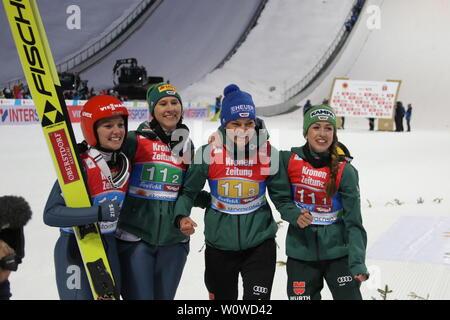 Die historischen Weltmeisterinnen aus Deutschland: v.li. Katharina Althaus (SC Oberstdorf), Ramona Straub (SC Langenordnach), Carina Vogt (SC Degenfeld) und Juliane Seyfarth (TSG Ruhla) nach dem Teamspringen der Frauen, FIS Nordische Ski-WM 2019 in Seefeld - Stock Photo