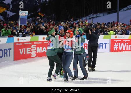 Freudentanz nach Gold im Teamspringen der Frauen, v.li. Juliane Seyfarth (TSG Ruhla), Carina Vogt (SC Degenfeld)Katharina Althaus (SC Oberstdorf) und Ramona Straub (SC Langenordnach) bei der FIS Nordische Ski-WM 2019 in Seefeld - Stock Photo
