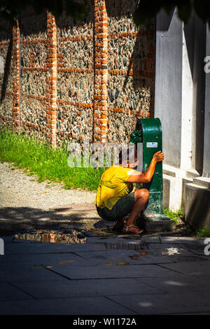 Lady cooling off during the Italian heat-wave - Stock Photo