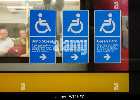 Wheelchair disabled access signage on the Jubilee Line at London's Waterloo Station - Stock Photo