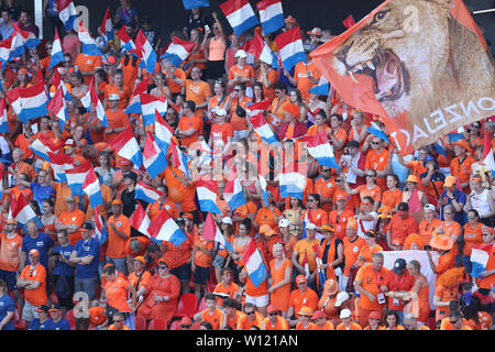 Valenciennes, France. 29th June, 2019. Supporters of the Netherlands cheer the team before the quarterfinal between Italy and the Netherlands at the 2019 FIFA Women's World Cup in Valenciennes, France, June 29, 2019. Credit: Cheng Tingting/Xinhua/Alamy Live News - Stock Photo
