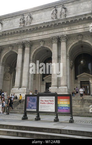 Entrance to the New York Public Library on 5th Avenue at 42nd Street in midtown Manhattan, New York City. - Stock Photo