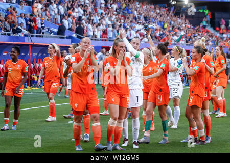 Valenciennes, France. 29th June, 2019. VALENCIENNES, 29-06-2019, Stade du Hainaut, World championship 2019, Italy - Netherlands (women), celebrating the victory after the game Credit: Pro Shots/Alamy Live News - Stock Photo