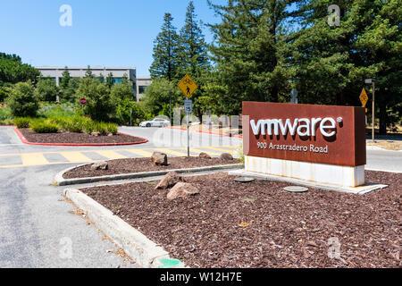 June 21, 2019 Palo Alto / CA / USA - Entrance to VMware campus located in Silicon Valley; VMware provides cloud computing and platform virtualization - Stock Photo