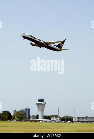 Ryanair Boeing 737-8AS taking off at Birmingham Airport, UK (EI-FTS) - Stock Photo