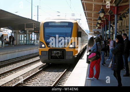 People passengers waiting on the platform to board an approaching train at Campanhã railway station in Porto Oporto Portugal Europe  KATHY DEWITT - Stock Photo