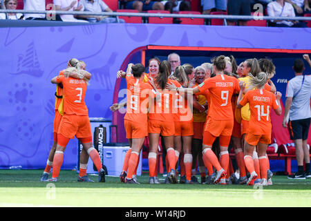 Valenciennes, Frankreich. 29th June, 2019., 29.06.2019, Valenciennes (France), Football, FIFA Women's World Cup 2019, Quarterfinals Italy - Netherlands, FIFA REGULATIONS PROHIBIT ANY USE OF PHOTOGRAPHS AS IMAGE SEQUENCES AND/OR QUASI VIDEO.   usage worldwide Credit: dpa/Alamy Live News - Stock Photo