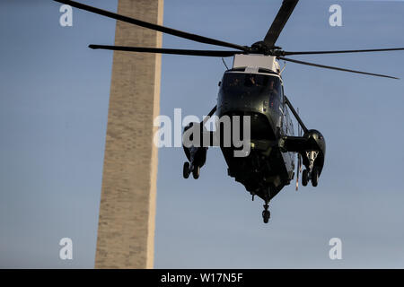 Washington, District of Columbia, USA. 30th June, 2019. Marine One, with United States President Donald J. Trump aboard, arrives on the South Lawn of the White House on June 30, 2019 in Washington, DC. as the President returns to from South Korea Credit: Oliver Contreras/CNP/ZUMA Wire/Alamy Live News - Stock Photo
