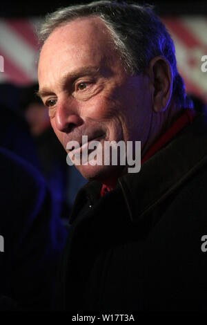 New York, USA. 31 December, 2008. New York City Mayor, Michael Bloomberg at the New Year's Eve 2009 celebration at Times Square. Credit: Steve Mack/Alamy - Stock Photo