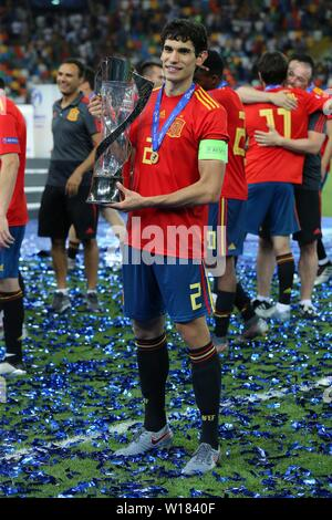 Udine, Italien. 30th June, 2019. firo: 30.06.2019, Football, International, UEFA U21 European Championship 2019, Final, Germany - Spain, Jesus Vallejo, Spain, Spain, ESP, full figure, cup, | usage worldwide Credit: dpa/Alamy Live News - Stock Photo