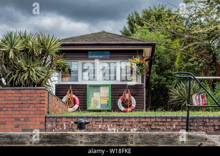 Hambledon Lock Lock Keepers Office River Thames UK - Stock Photo