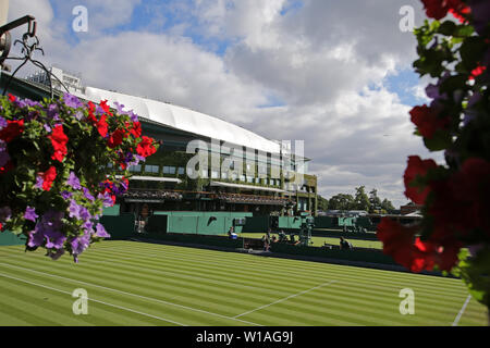 London, UK. 01st July, 2019. Centre Court, The Wimbledon Championships 2019, 2019 Credit: Allstar Picture Library/Alamy Live News Credit: Allstar Picture Library/Alamy Live News - Stock Photo