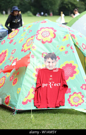 London, UK. 1st July 2019. Tennis fans from all over the world camping and waiting for queuing up for tickets to see their favourite players. Credit: Joe Kuis/ Alamy - Stock Photo