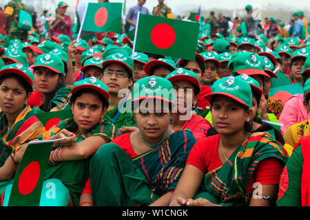 """Women participate in the event titled """"Lakho Konthe Shonar Bangla"""". Over 2.5 lakh people chorus national anthem at National Parade Square in a bid to - Stock Photo"""