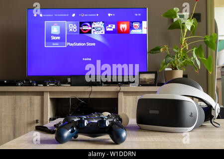 Ps4 controller Stock Photo: 157609956 - Alamy