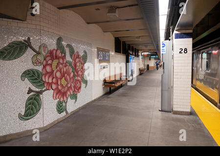 Beautiful floral mosaic mural at the East 28th Street subway station on the number 6 line in Manhattan, New York City. - Stock Photo