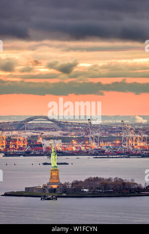 New York Harbor, New York, USA with the statue of liberty and Bayonne, New Jersey in the background. - Stock Photo