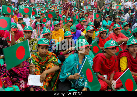 """Women participate at the event titled """"Lakho Konthe Shonar Bangla"""". Over 2.5 lakh people chorus national anthem at National Parade Square in a bid to - Stock Photo"""