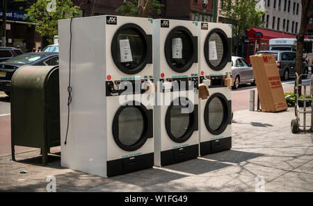 A delivery of dryers to an apartment building in New York on Friday, June 28, 2019. (© Richard B. Levine) - Stock Photo