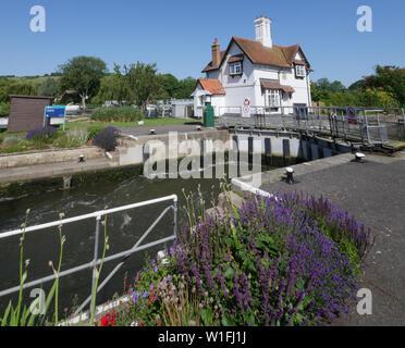 Goring Lock, on the Ridgeway and Thames Paths, Goring Gap, Goring-on-Thames, Oxfordshire, England, UK, GB. - Stock Photo