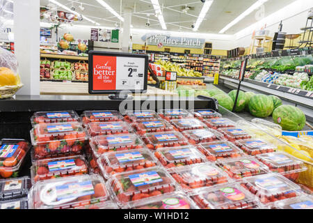 Fort Lauderdale Ft. Florida Winn-Dixie grocery store supermarket packaging product display competition fruit produce fresh straw - Stock Photo