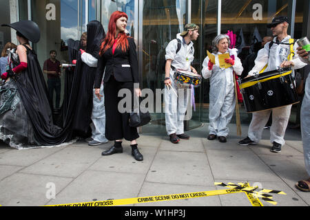 London, UK. 2 July, 2019.  Climate change activists from Extinction Rebellion Art and Culture protest outside the offices of China National Petroleum Corporation (CNPC) during a silent procession visiting the offices of five major oil companies - ENI, CNPC, Saudi Aramco, Repsol and BP - to declare them a crime scene. Credit: Mark Kerrison/Alamy Live News - Stock Photo