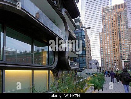 Zaha Hadid building on the High Line urban garden in NYC - Stock Photo