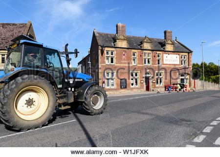 The Red Lion pub, The Square, Dorset, England, UK - Stock Photo
