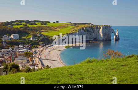 Steep coast at Étretat and the, Falaise d' Aval, Dept. Seine-Maritime, Normande, France, Europe - Stock Photo