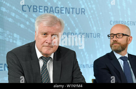 03 July 2019, Saxony, Schkeuditz: Horst Seehofer (CSU, l), Federal Minister of the Interior, and Peter Tauber (CDU), Parliamentary State Secretary in the Federal Ministry of Defence, will speak at Leipzig/Halle Airport about the establishment of the new Federal Agency for Cyber Security. Photo: Hendrik Schmidt/dpa-Zentralbild/dpa - Stock Photo