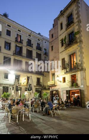 Plaza de Santa Maria street cafes in the evening La Ribera Barcelona - Stock Photo