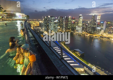 Marina Bay Sands , Infinity pool, Roof Terasse, Skyline, Marina Bay, Singapore, Singapur, Southest Asia - Stock Photo