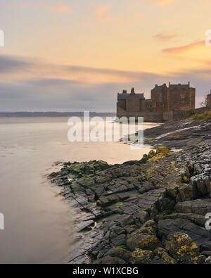 Blackness Castle, Falkirk, Scotland.  On the shore of the Firth of Forth at sunrise - Stock Photo
