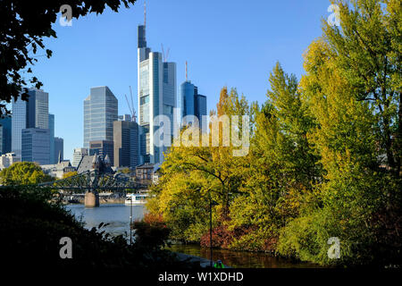 21.10.2018, Frankfurt am Main, Hesse, Germany - View from the Sachsenhaeuser Ufer over Portikus and the Main in Frankfurt to the bridge Eiserner Steg - Stock Photo