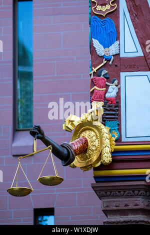 21.10.2018, Frankfurt am Main, Hesse, Germany - the Golden Libra at the house of the same name in the New Old Town, the DomRoemer district, of Frankfu - Stock Photo