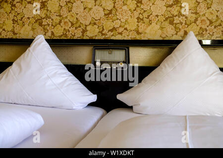 21.10.2018, Frankfurt, Hessen, Germany - Double bed from the fifties in a hotel in Sachsenhausen in Frankfurt am Main - Doppelbett aus den fuenfziger - Stock Photo