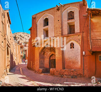 ABYANEH, IRAN - OCTOBER 23, 2017: The corner facade of medieval mansion with scenic iwan (portal) above the entrance, on October 23 in Abyaneh - Stock Photo
