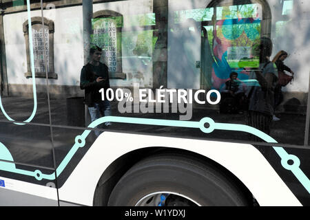 Zero emissions emissoes 100% electric eletrico sign on the side of a bus in the city of Porto Oporto Portugal Europe  KATHY DEWITT - Stock Photo