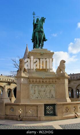 Statue of King St Stephen in the southern courtyard of the Fisherman's Bastion, Budapest, Hungary. - Stock Photo