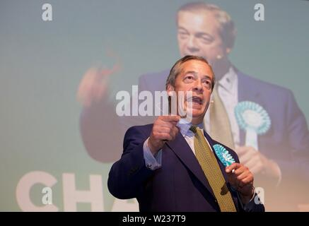 Edinburgh, UK, 17th May, 2019: Nigel Farage, leader of the Brexit Party, addressing a party rally. Credit: Terry Murden, Alamy - Stock Photo